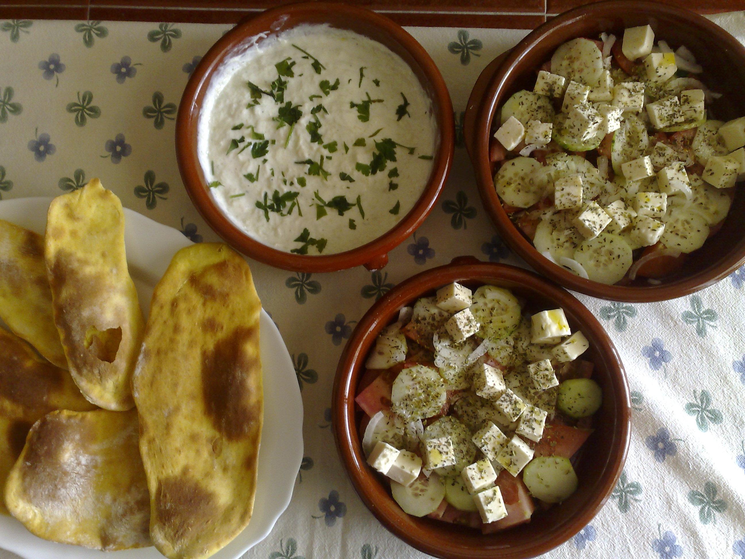 Tsatsiki, crema griega de pepino y yogur