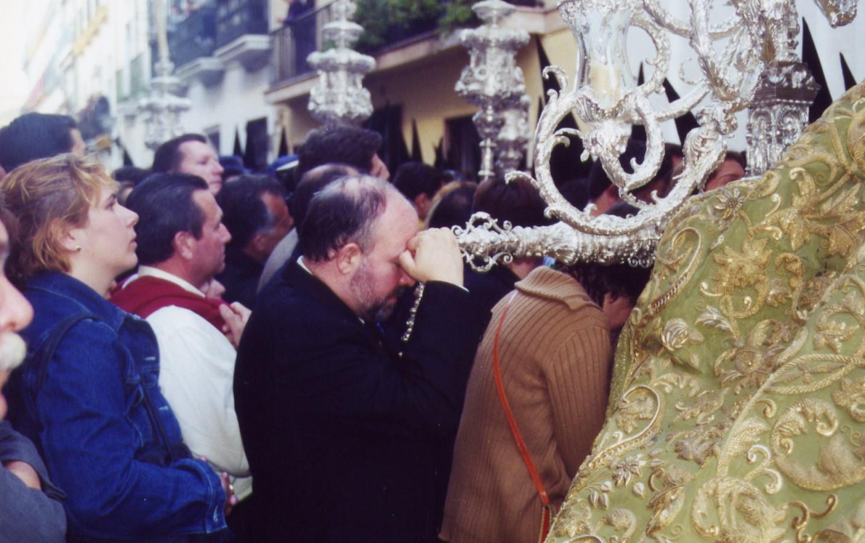 La Virgen Macarena frente al convento